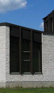 yhdeksäs hetki treenasi näiden ikkunoiden takana vuodesta 1986 eteenpäin, vuonna 2004 sieltä saattaa kurkistaa pappi