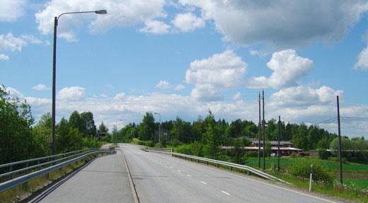 tämän sillan kaiteilla käveltiin