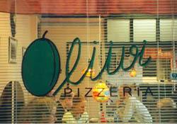 pizzeria oliiviin jos suunnistit, löysit pekanjasudennälkäiset turistit